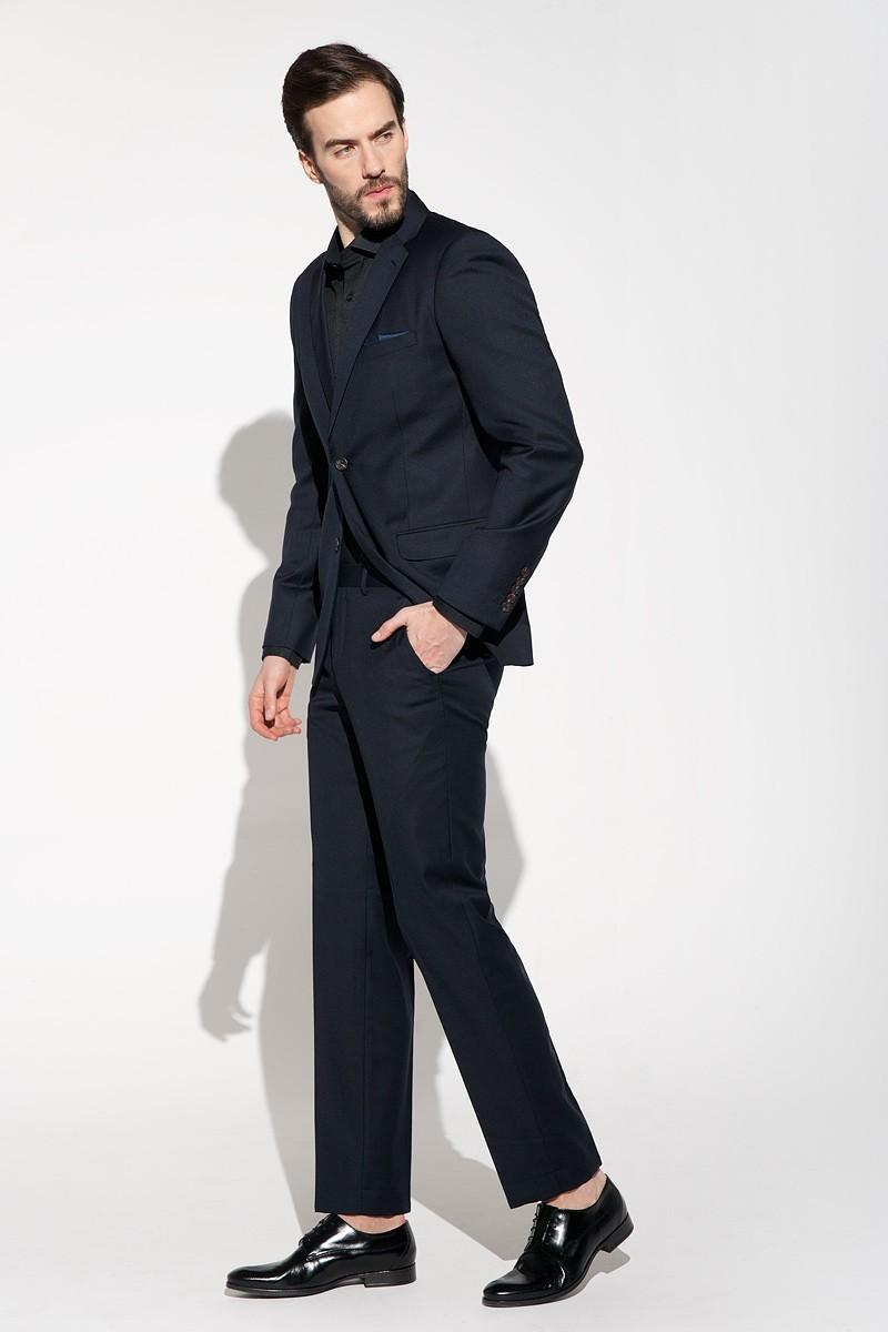 Granatowy klasyczny garnitur męski