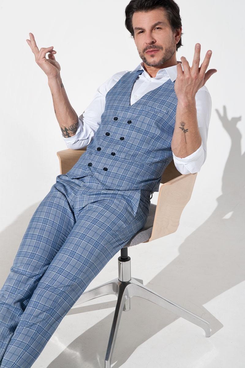 Jasnoniebieskie spodnie męskie w kratę