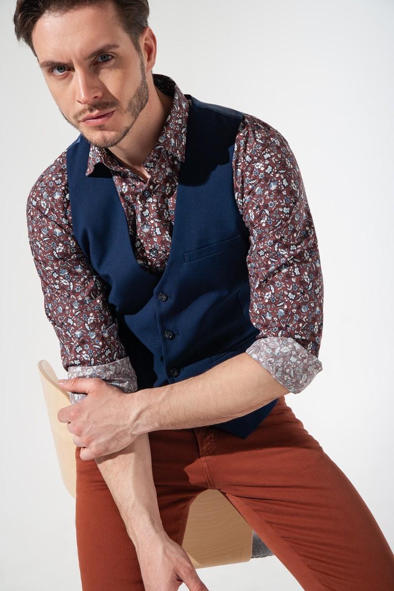 Koszula męska w kolorze karmelowym we wzory kwiatowe.