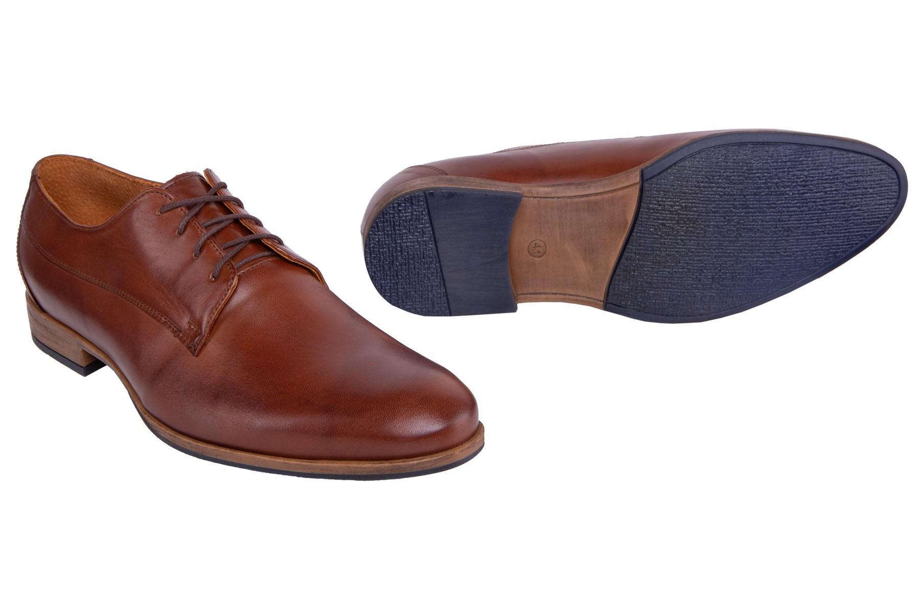 Brązowe klasyczne buty męskie do garnituru ze skóry naturalnej.