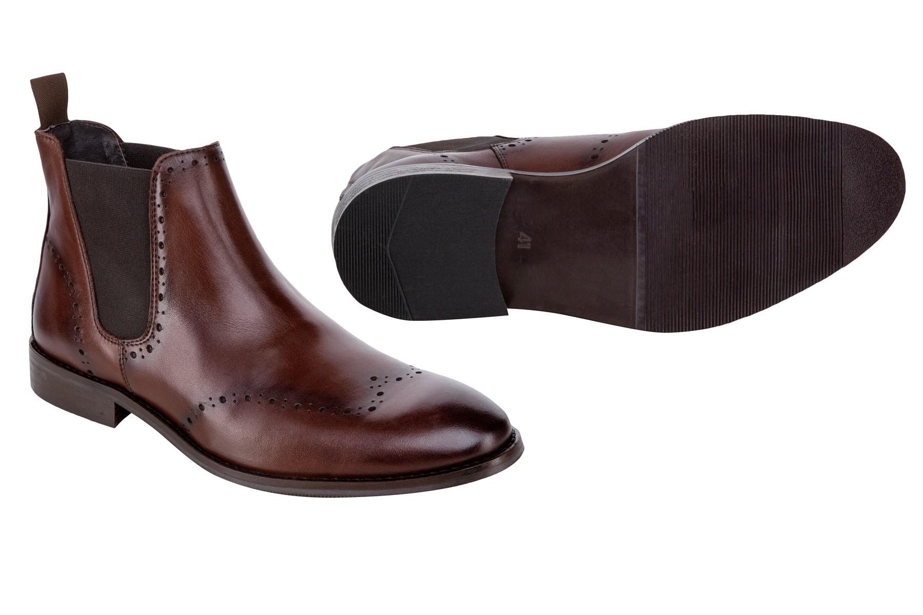 Brązowe buty męskie za kostkę.