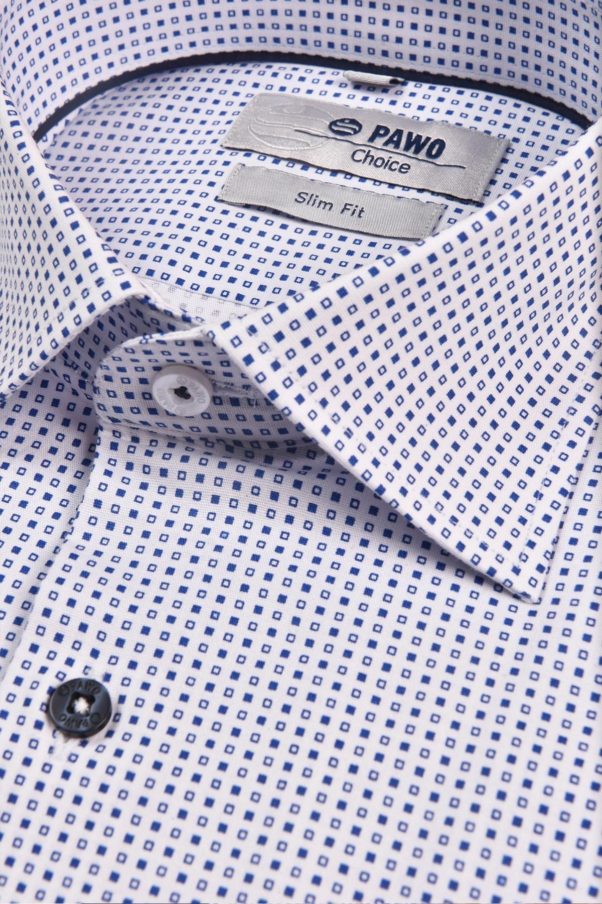 Biało- niebieska koszula męska z kołnierzykiem półwłoskim.