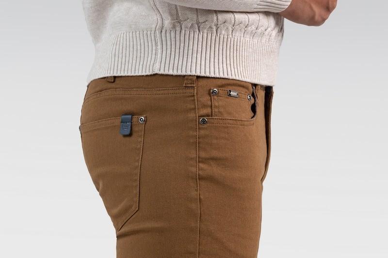 kolor musztardowy spodnie męskie